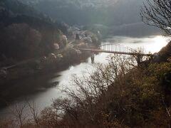 月ヶ瀬橋。その向こうに広がるのは月ヶ瀬湖。