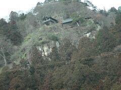 絶壁にへばりつく立石寺が見えて来たら山寺。 A「今度あそこ登ろうよ」 他「却下」