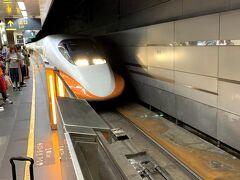 空港からMRTを使って、台湾新幹線駅の台北(高鐵)駅に移動。台湾新幹線に乗るのもはじめてです。700系がベース。 高鉄台南駅までは約2時間。iTaiwan(WiFI)も使えるのは便利ですね。 高鉄台南駅から台南市内へは、無料のシャトルバス(H31)で移動。40分程で市内へ。