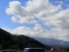 一番富士山がきれいに見えたのは 朝食後のお風呂から その時は雲ひとつなくすっきりと富士山が見えた