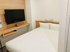3泊目は急遽延長したので同じ部屋が取れず、1000円高いダブルルームへ。