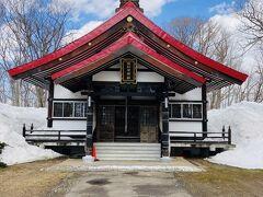 なかなか立派な拝殿。お参りしてきます。