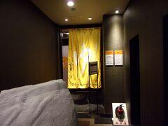 このホテルの設備として大浴場があるんです(^_-)-☆。 準天然光明石温泉という多様な水溶性ミネラル成分を豊富に含んだ天然鉱石を使った人工温泉に入れるんです。  出張ビジネスマンにとってはありがたい施設。 利用客が絶えず多いのも納得ではあります。