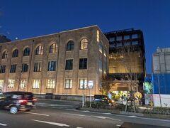 JRと地下鉄を乗り継いで烏丸御池駅で下車。 歴史を感じる建物がありました。