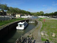 駅前にミディ運河があるのはトゥールーズと同じだ。 世界遺産に登録されているミディ運河。