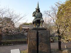 熊本城の二の丸広場には、「加藤清正」バージョンのケロロ軍曹がいるとのこと。