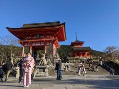 清水寺へ到着。 訪れるのは4回目です。この辺りはかなりの人出でした。