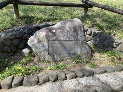 御殿山遺跡跡。何と今から3~4千年前に、この辺りに集落があったそうです。以前はものすごい田舎のはずですが、やはり湧水があったことが、関係しているのでしょうか?太古の昔も今もこの辺りは人気の住宅地だと言うことがわかりました。