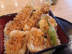 穴子天ぷらが豪快。サクサクのふわふわで美味しい。
