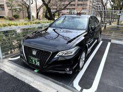 2021年3月26日(金)。 5時過ぎに予約していた大阪MKタクシーのクラウンで自宅から阪神高速を使って伊丹空港へ! 定額タクシーなので料金は、運賃と高速料金でメーターは気にしなくてもいいので楽です。 ※写真の大阪MKタクシーは、以前街中で停まっていた時に撮影したものです。  クラウンを見るとやっぱりレクサスIS300が欲しいなと思う事も。