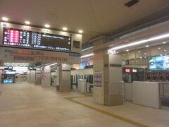 ということで、この日は頑張って早起き(=_=) 始発電車に乗って新宿に来て(後で調べたら30分後の電車でも到着は同じだったみたいですが)、5:27発の急行新松田行の電車に乗りました