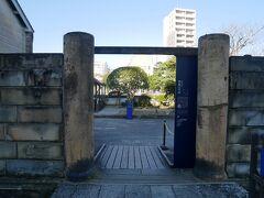 出島 陶製の門柱