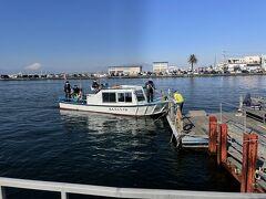 弁天橋のたもとから江ノ島の岩屋まで遊覧船が出ていました。せっかくなので乗ってみることにしました。