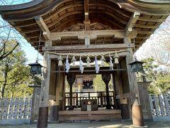 奥津宮は江戸時代まで台風の時期には岩屋のご本尊を波で流出しないように移していたそうです。