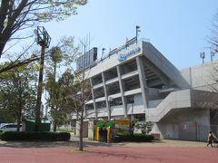 大宮球場とNACK5スタジアムの間を抜けて、産業道路を渡ると、