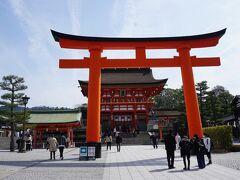 京都駅で乗り継いで向かったのは、稲荷駅。  伏見稲荷は、昨年の緊急事態宣言明け直後に行ったので 鳥居はパスして…
