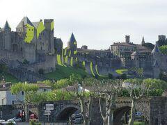 これまた皮肉なことに南側の空は雲があり、城も逆光で良い写真は撮れない。