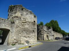 昔の城壁の一部だったカヴァルリ門。