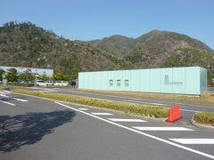 旧大社駅を後にしてまだ時間があるので最後は、島根県立古代出雲歴史博物館へ歩いて向かいます。 出雲空港からの空港連絡バスの車内に割引優待券が置いておりました。 自分は、証明書がありますので無料で入りました。