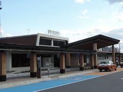 14:26 @駒ケ根駅(長野県駒ケ根市)  駒ヶ岳のおひざ元、駒ケ根駅では14分の停車。 ずっと座りっぱなしで疲れてきたので、リフレッシュで歩きます。