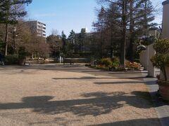 矢場町駅に戻る途中でフラリエに立ち寄ります。フラリエは久屋大通公園の最南端に位置する庭園です。