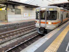 刈谷駅で青春18切符を購入!!一つしかない窓口で先の人が時間のかかる長距離切符を買ってる人がいて危うく乗り遅れるとこでした。