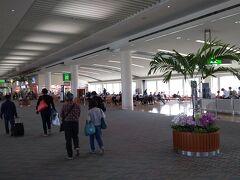 1ヶ月ぶりの沖縄那覇空港ですが、前回と比べても人は多いと感じます。