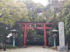 根津神社。 こちらは裏門坂に面した入口ですが、PHOにとっては昔からこちらがメインゲートです。道も広いしね