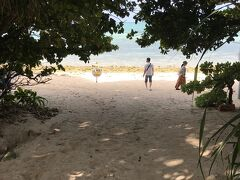歩いてカイジ浜へ。 レンタサイクルで来ている人が多かったです。