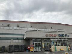 沖縄のお土産を買うならサンエー。 海ぶどう、沖縄ひじき、青さ、ミミガー、島豆腐チップス、豚足、ジューシーの素、泡盛、オリオンビール、紫芋のペースト、ジーマーミー豆腐など17000円ほど買いました。 ホテルで飲むなら、ここで買うのが良いと思います。 その3に続きます。 どうぞご覧ください。