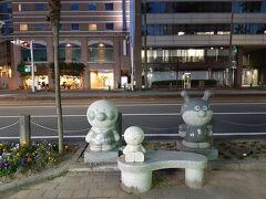 高知駅まで歩いてみました。  高知駅までの通りには、高知出身の漫画家やなせたかしさんの出身地らしく、アンパンマンやバイキンマンなど、アンパンマンのキャラクターがこんな感じ。