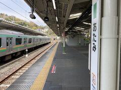 熱海駅到着。発車メロディが東京に近いことを知らせてくれます。