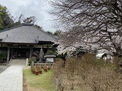 隣に趣のあるお寺が、、、、、