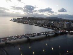 宍道湖大橋。欄干の電球がインパクト大。