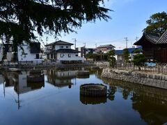 庭瀬城 水路の中にある神社が、城跡というか、陣屋跡。
