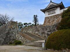 岡山城 不明門。 鉄筋コンクリートによる復元。