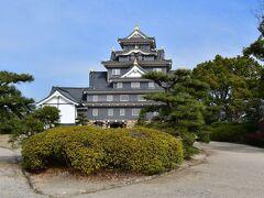 岡山城 天守。 鉄筋コンクリートによる外観復元。
