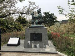 日本平山頂 赤い靴の女の子の母子像