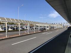 10時半には鹿児島空港に到着。 直後のバスは満員で乗車できず、20分遅れで鹿児島市街に向かう。