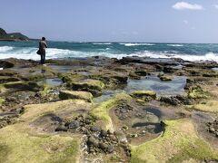 岩にボコボコ穴が空いているような地形の片隅にハートロックはありました。