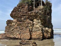 稲佐の浜にやってきました。弁天島。 全国の神様はここから上陸。パワースポット。