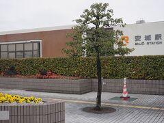 ●JR安城駅  JR尾張一宮駅から新快速電車で約50分。 名古屋を通り越して、JR安城駅までやって来ました。 新幹線にも「安城」と名のつく駅はありますが、それはお隣のJR「三河安城駅」です。