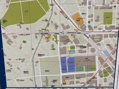 バロン家最寄りの駅から東京メトロに乗り 東池袋駅で降ります。 地図を眺め都電に乗るための出口確認