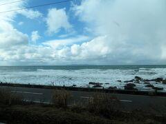 列車はさらに日本海に沿って南下。