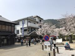 むさしのすぐ近くには、佐々木屋小次郎商店。こちらもソフトクリーム屋さんです。どちらもお客さんが並んでました。