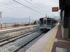 昼食後は、松本駅からJR篠ノ井線で、本日の目的地である「姨捨駅」へ。 姨捨は、井上靖の短編小説『姨捨』を読んで関心を持ったのがきっかけでした。伝説として、昔この近くの冠着山という山に、70歳を超える老人を捨てるという習慣があったとのこと。