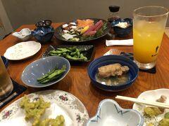 割とメニューのバリエーションは少なかったけど、青さの天ぷら、刺身、豚足などを頼み