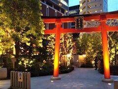 続いて江戸桜通りから一本ずれた道路にある「福徳神社」  ここは宝くじなどの当選系のパワースポットとして有名な神社です。 ビル群の中の一角にある、おしゃれな都会派の神社で、とてもきれいに整備されています。