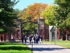 学生ガイドさんの説明によると ハーバード大学は、1636年に創立された私立の男子校でした。