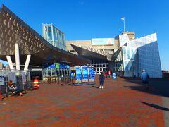 ニューイングランド水族館 ブルーラインのアクアリウム駅(Aquarium)で降りました。